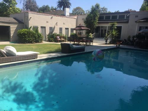 Beverly Hills Guest House - Los Angeles, CA 90210
