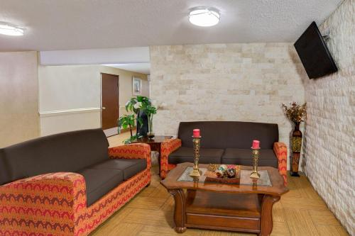 Baymont Inn & Suites - Charlotte Airport Photo
