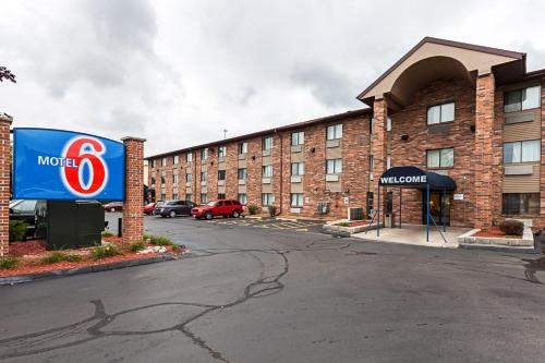 Motel 6 Glendale WI Photo