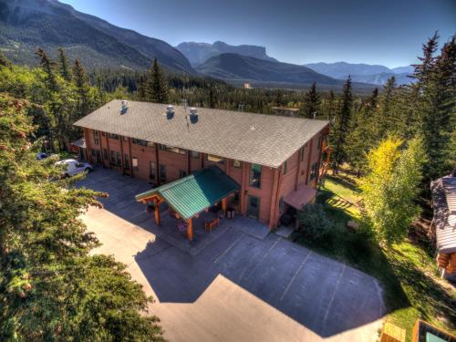 Overlander Mountain Lodge Photo