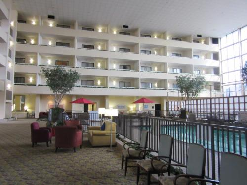 Atrium Hotel and Suites DFW Airport Photo