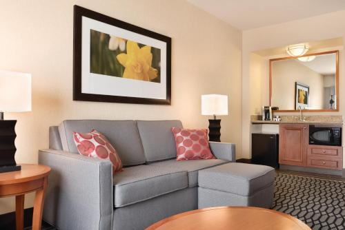 Hilton Garden Inn Akron-Canton Airport Photo