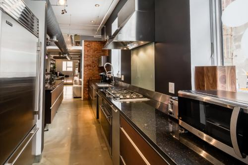 LazyKey Suites - Gorgeous Center City Penthouse w/Private Roof Deck Photo