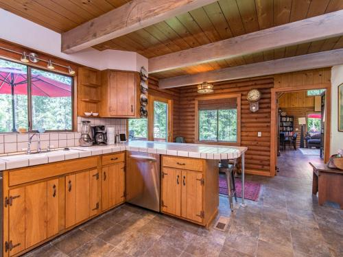 Snowflake Lodge Home - South Lake Tahoe, CA 96150
