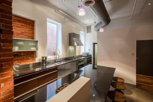 LazyKey Suites - Luxury Loft in Center City, Steps from Rittenhouse Photo