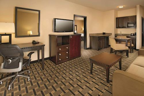 La Quinta Inn & Suites Denton - University Drive Photo