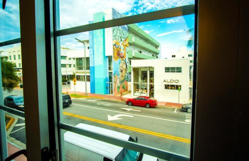 Collins Ave by South Beach Vacations Photo