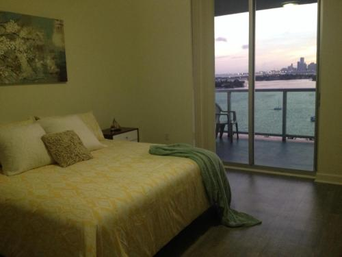 Private Corner Apartment with Water View Photo