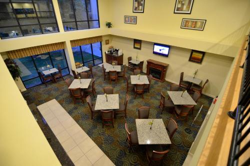 Best Western Yadkin Valley Inn & Suites Photo