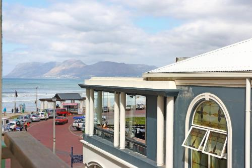 Whale Watchers Lovely Self-catering Accommodation @ Muizenberg Beach Photo