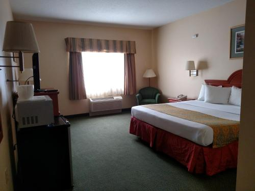 Napoleon Inn & Suites Photo