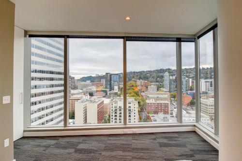 Furnished Suites in the Heart of Downtown Portland Photo