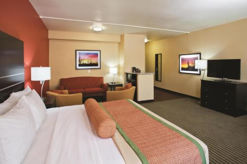 La Quinta Inn & Suites Tucson – Reid Park Photo