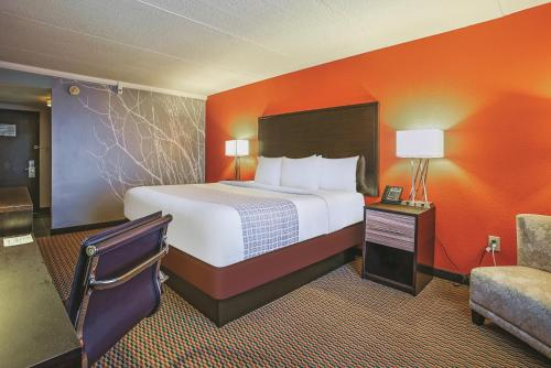 La Quinta Inn & Suites Runnemede - Philadelphia Photo