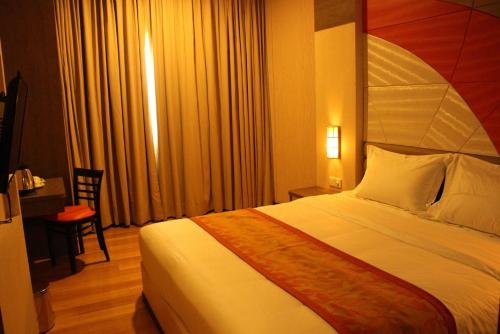 The Golden Bay Hotel Batam photo 11