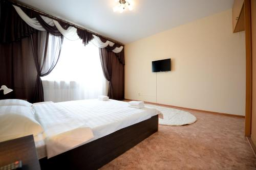 Hotel Central 3 Bedroom Apartment on Kirova