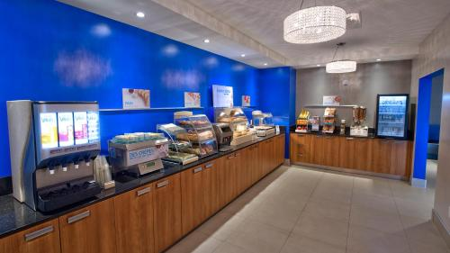 Holiday Inn Express & Suites Vaudreuil-Dorion Photo