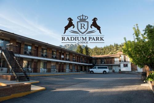 Radium Park Lodge Photo