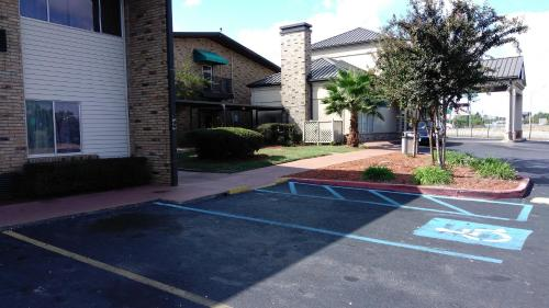 Baymont Inn and Suites Shreveport Airport Photo