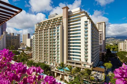 Hilton Garden Inn Waikiki Beach Photo
