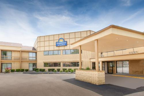 Days Inn and Suites Madison Heights Photo