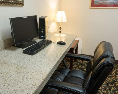 Comfort Suites Texarkana Photo