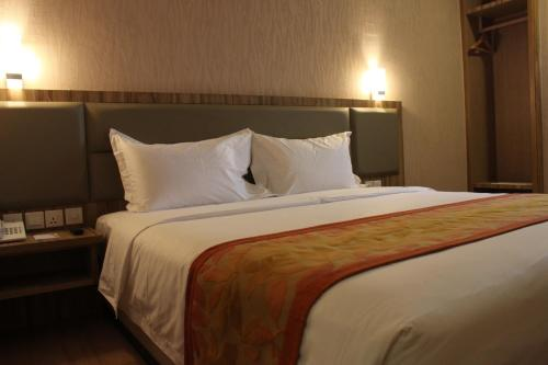 The Golden Bay Hotel Batam photo 42
