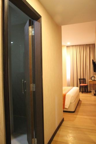 The Golden Bay Hotel Batam photo 48
