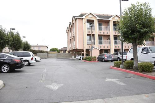 Howard Johnson Inn Salinas Photo