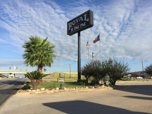 Royal Inn Pearsall Photo