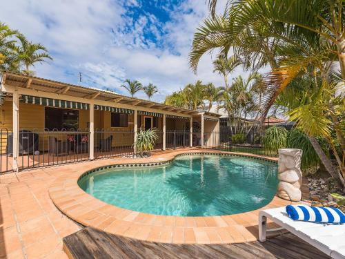 Marcoola Dunes, Pet Friendly Holiday House, Sunshine Coast