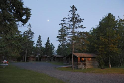 Narrows Too Camping Resort Cabin 7 - Trenton, ME 04605