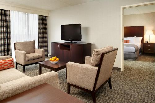 DoubleTree by Hilton Dearborn Photo