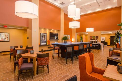 Hampton Inn & Suites Huntsville Photo