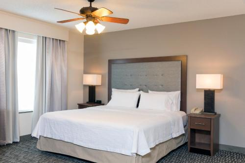 Homewood Suites by Hilton Indianapolis Airport / Plainfield Photo