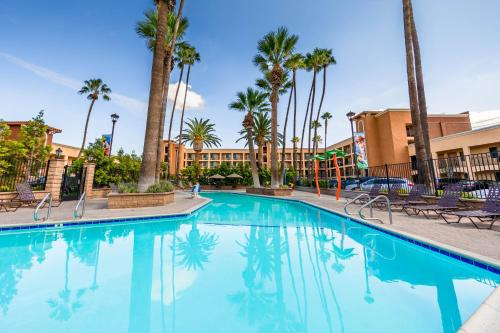 Grand Legacy At The Park formerly Ramada Maingate - At The Park Anaheim Photo