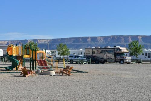 Junction West RV Park - A Cruise Inn Park Photo