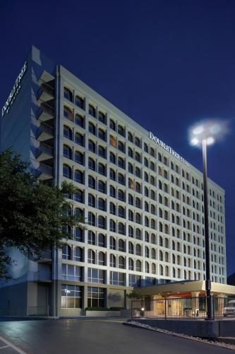 DoubleTree by Hilton Dallas Market Center impression