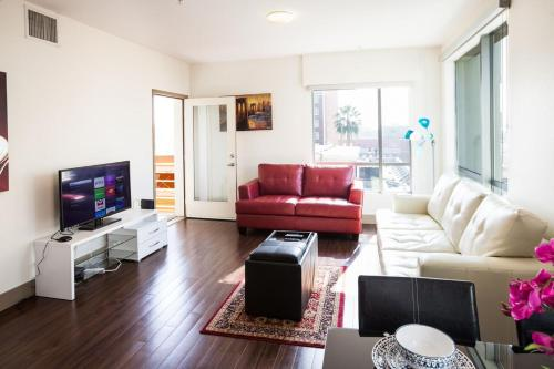 Hollywood and Sunset Furnished Apartments - Los Angeles, CA 90028