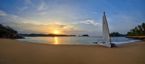 Las Brisas Huatulco Photo