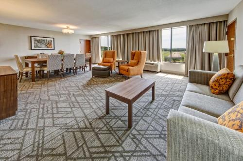 Hilton Knoxville Airport Photo