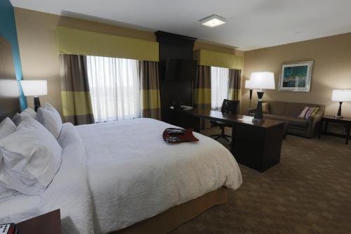 Hampton Inn and Suites Missouri City Photo