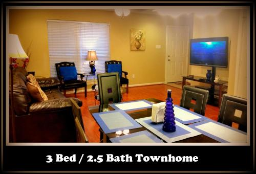 (301) Townhome Near Galleria - Houston, TX 77043