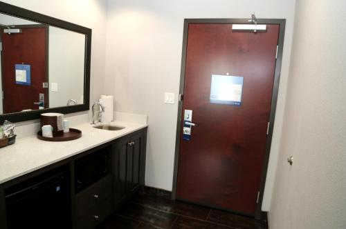 Hampton Inn Pearsall Photo