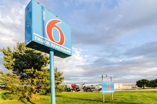 Motel 6 York NE Photo