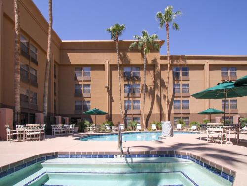 GreenTree Inn & Suites Phoenix Sky Harbor Photo