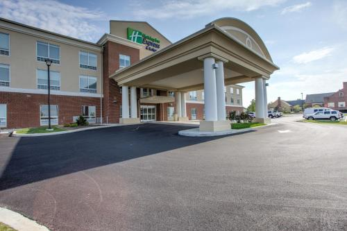 Holiday Inn Express & Suites Lancaster East - Strasburg Photo