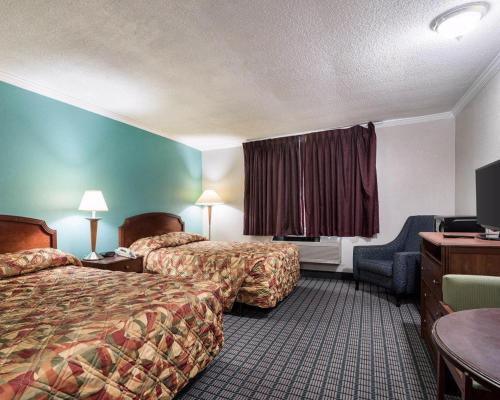 Rodeway Inn Syracuse Photo