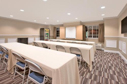 Microtel Inn & Suites by Wyndham Gardendale Photo
