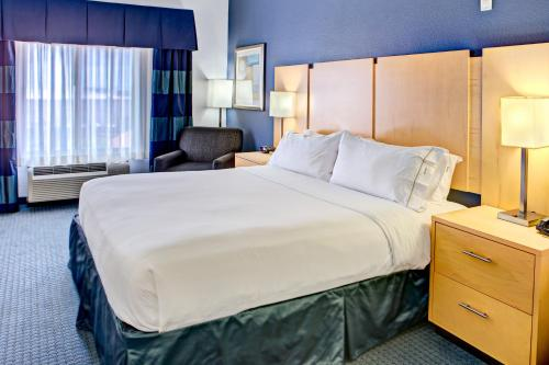 Holiday Inn Express Hotel & Suites Hutto Photo